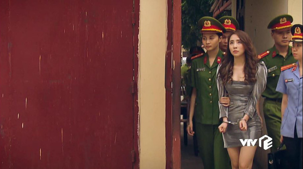 Đẳng cấp đi tù như vedette ở phim châu Á: Quỳnh Nga diện váy ngành chưa sốc bằng đại tiệc thời thượng của rich kid Im Soo Hyang - Ảnh 2.