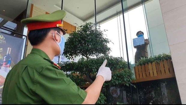 Phía sau hình ảnh người phụ nữ trong khu cách ly ở Đà Nẵng với tấm biển nhờ các anh công an mua giúp em 1 bát cháo cho em bé - Ảnh 3.