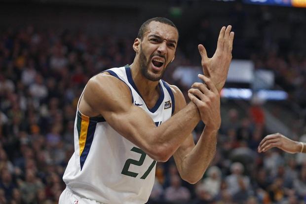 Gã khổng lồ nước Pháp thoát án phạt từ NBA dù làm trò lố khiến cả giải đấu phải tạm hoãn vì Covid-19 - Ảnh 1.
