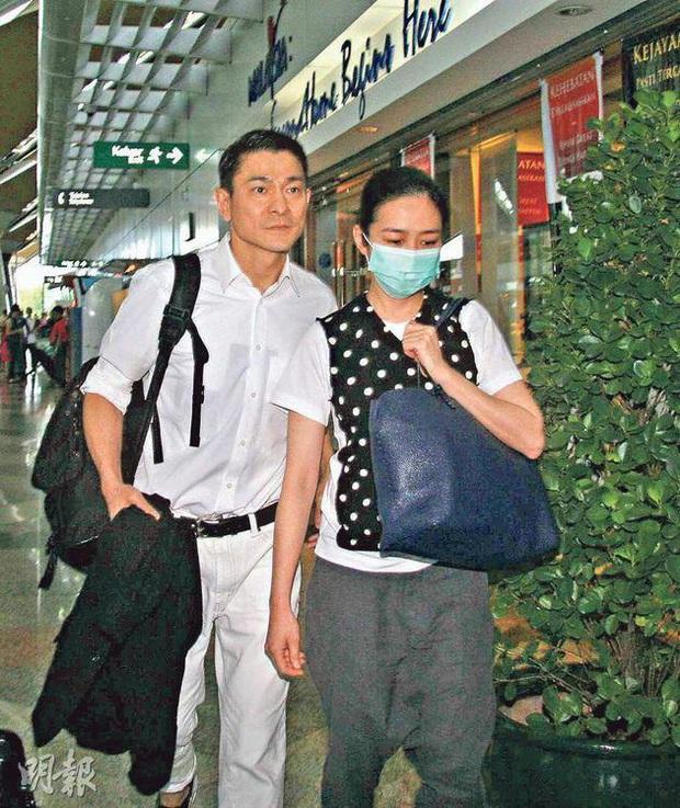 Cái kết đắng của sao Cbiz giấu giếm chuyện tình cảm: Fan Ngô Tôn tố idol lừa đảo, Lưu Đức Hoa bị yêu cầu rời khỏi showbiz - Ảnh 13.