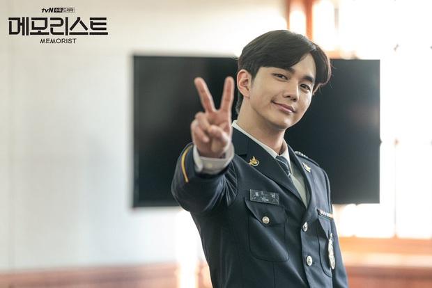 Yoo Seung Ho vừa tái xuất với Memorist đã bị khẩu nghiệp ngoại hình, Knet bênh vực: Béo hay gầy thì vẫn cứ là đẹp trai! - Ảnh 1.