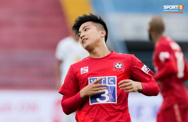 Cầu thủ Việt kiều điển trai bị HLV V.League chê yếu đuối, phung phí cơ hội ghi điểm với thầy Park - Ảnh 1.