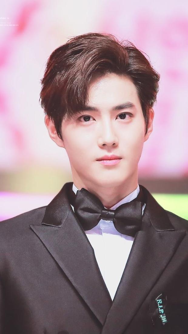 Bóc nhan sắc của dàn sao Hàn trên thực tế: V (BTS) - Suho (EXO) nổi là có lý do, mợ chảnh bỗng lộ diện giữa dàn idol - Ảnh 22.