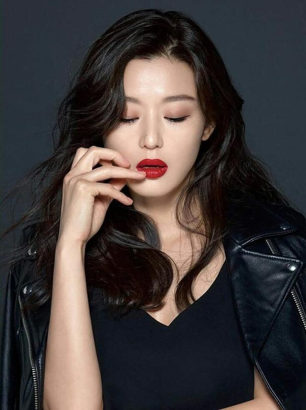 Bóc nhan sắc của dàn sao Hàn trên thực tế: V (BTS) - Suho (EXO) nổi là có lý do, mợ chảnh bỗng lộ diện giữa dàn idol - Ảnh 14.