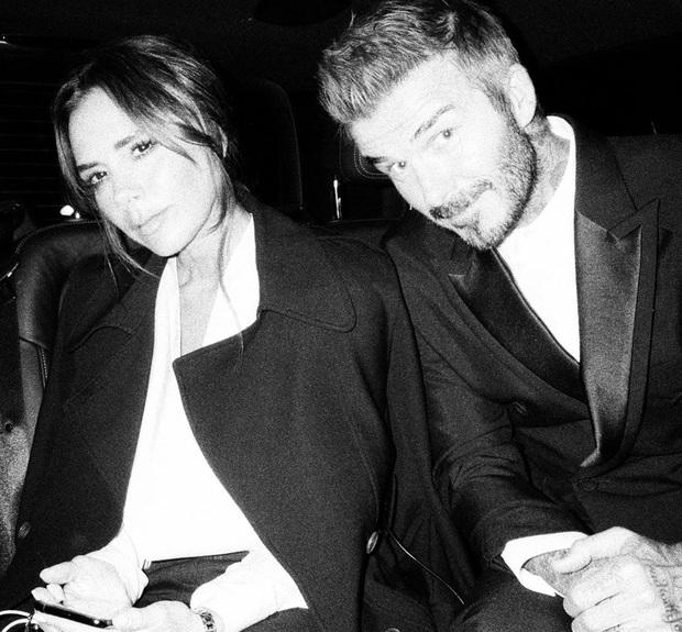 Brooklyn Beckham khoe ảnh gia đình cực xịn: Ai cũng đẹp, nhưng kéo đến ảnh cuối mới ngỡ ngàng vì nhan sắc bạn gái cậu cả - Ảnh 3.