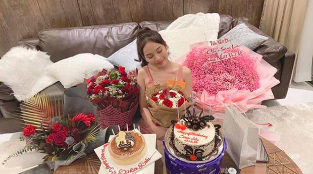 Vợ chồng Dương Khắc Linh khoá môi cực tình, cùng hội bạn Đăng Khôi quậy tưng bừng dịp sinh nhật - Ảnh 3.