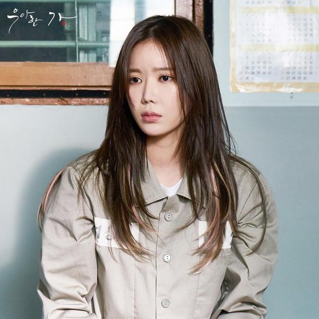 Đẳng cấp đi tù như vedette ở phim châu Á: Quỳnh Nga diện váy ngành chưa sốc bằng đại tiệc thời thượng của rich kid Im Soo Hyang - Ảnh 9.