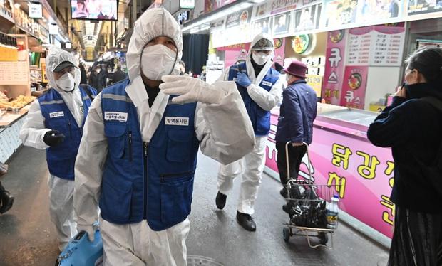 Lý do gì giúp Hàn Quốc có tỷ lệ tử vong vì Covid-19 thấp đáng kinh ngạc: Gần 8000 người nhiễm nhưng chỉ 0,8% thiệt mạng? - Ảnh 2.