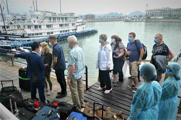 Cập nhật: Loạt tỉnh, thành phố du lịch Việt Nam ngừng đón du khách vì dịch Covid-19 - Ảnh 4.