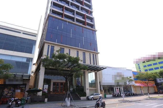 Ảnh: Nhiều cửa hàng, khách sạn ở Đà Nẵng đóng cửa vì có 2 du khách Anh nhiễm Covid-19 ghé thăm - Ảnh 1.