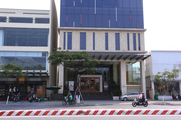 Ảnh: Nhiều cửa hàng, khách sạn ở Đà Nẵng đóng cửa vì có 2 du khách Anh nhiễm Covid-19 ghé thăm - Ảnh 3.