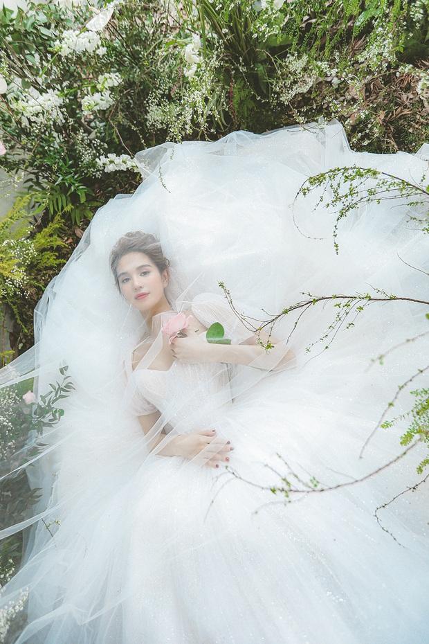 Vừa tiết lộ tình mới và rất muốn có con, Ngọc Trinh đã diện ngay váy cưới cực xinh: Bao giờ mới được uống rượu hỉ đây? - Ảnh 16.