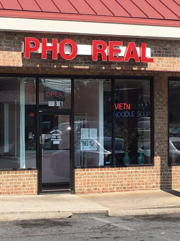 """Những biển hiệu """"biến hoá khôn lường"""" của các nhà hàng phở nước ngoài: Thế mới thấy phở Việt Nam được ưa chuộng trên thế giới như nào! - Ảnh 17."""