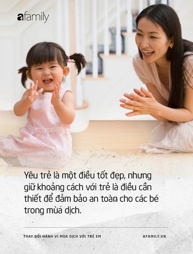 Tỏ bày yêu thương và những thói quen người lớn nhất thiết phải thay đổi để bảo vệ trẻ em trong mùa dịch COVID-19 - Ảnh 2.