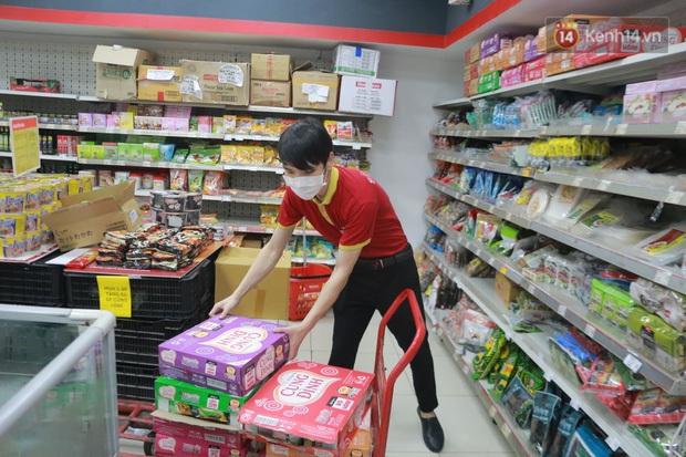 Tỷ phú Nguyễn Đăng Quang: Nhân viên VinMart thay vì lo sợ, báo ốm ở nhà thì tất cả đều đến cửa hàng làm việc đầy đủ - Ảnh 2.