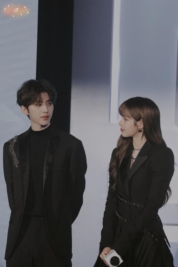 Couple được ship mạnh nhất Weibo: KunSa Thái Từ Khôn - Lisa đẹp đôi đến lạ, ánh mắt đến cử chỉ đều ngọt muốn xỉu - Ảnh 6.
