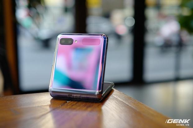 Galaxy Z Flip: Đàn ông sẽ thấy chiếc smartphone này hay ở chỗ nào? - Ảnh 12.