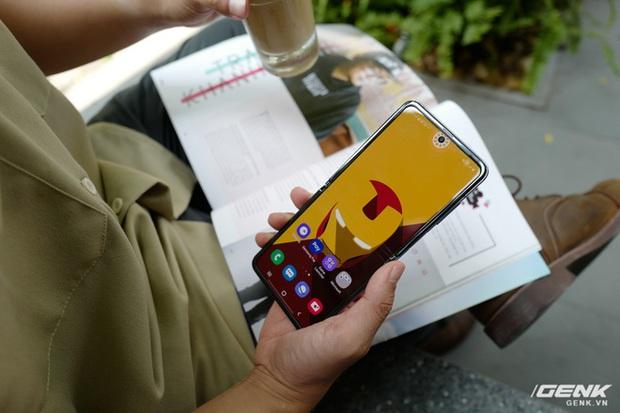 Galaxy Z Flip: Đàn ông sẽ thấy chiếc smartphone này hay ở chỗ nào? - Ảnh 4.