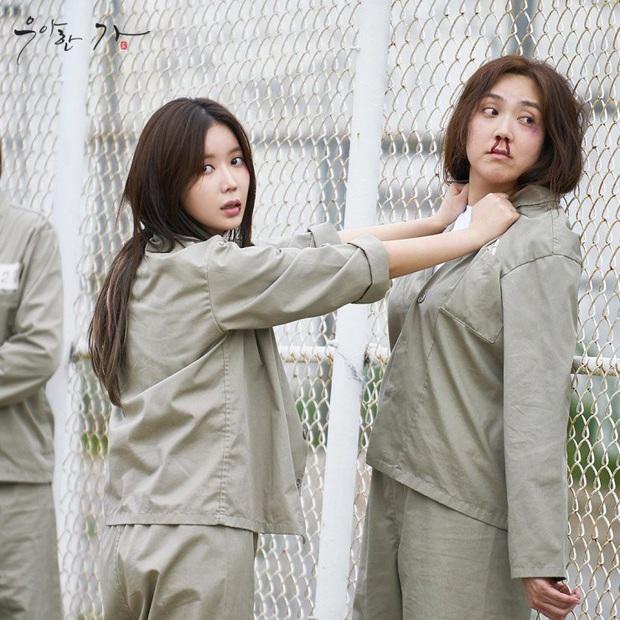 Đẳng cấp đi tù như vedette ở phim châu Á: Quỳnh Nga diện váy ngành chưa sốc bằng đại tiệc thời thượng của rich kid Im Soo Hyang - Ảnh 10.