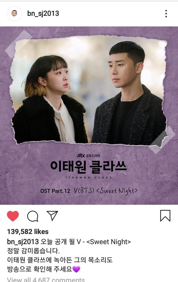 """V gây bão khi hát OST """"Tầng Lớp Itaewon"""" bằng tiếng Anh cực mượt, được ông chủ Park Seo Joon giúp sức lật đổ cả... BTS trên các BXH - Ảnh 3."""