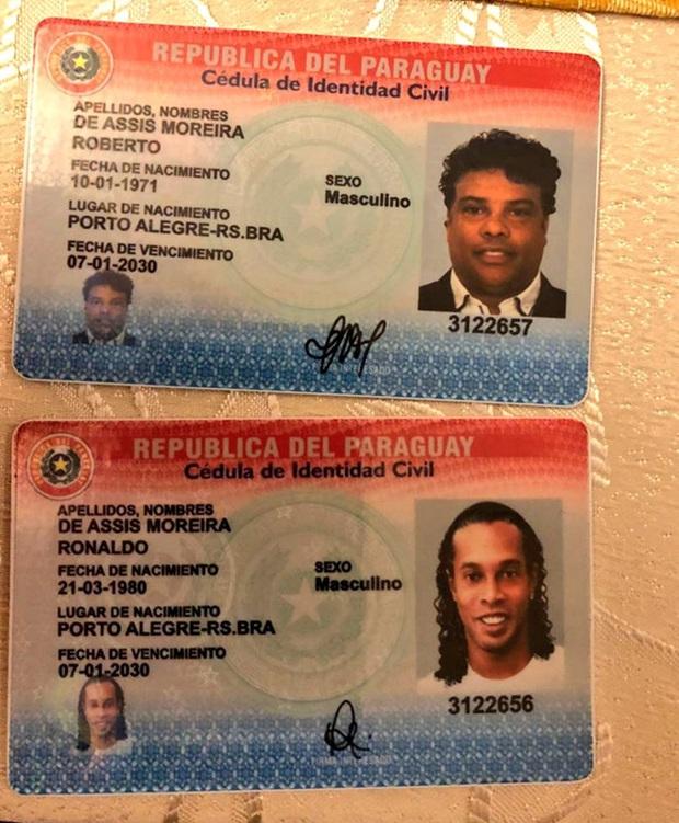 Huyền thoại Ronaldinho sống sung sướng trong tù: Thoải mái uống rượu, được bạn tù săn đón xin chữ ký - Ảnh 3.
