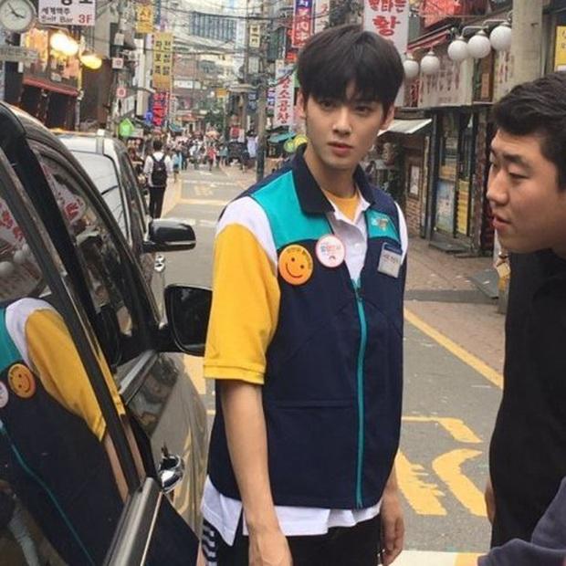Bóc nhan sắc của dàn sao Hàn trên thực tế: V (BTS) - Suho (EXO) nổi là có lý do, mợ chảnh bỗng lộ diện giữa dàn idol - Ảnh 35.
