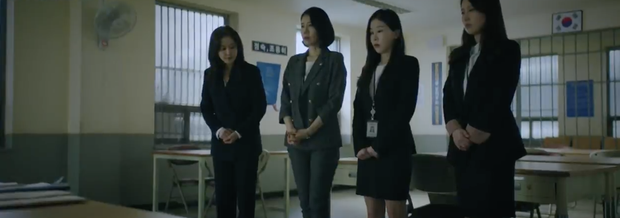 Đẳng cấp đi tù như vedette ở phim châu Á: Quỳnh Nga diện váy ngành chưa sốc bằng đại tiệc thời thượng của rich kid Im Soo Hyang - Ảnh 13.