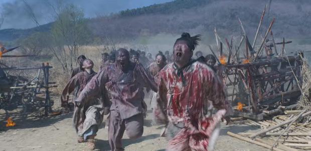 Tập mở màn KINGDOM 2 gây sốc với cảnh hiến sống chính mình cho đoàn quân zombie khát máu - Ảnh 2.