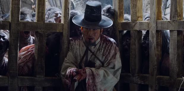Tập mở màn KINGDOM 2 gây sốc với cảnh hiến sống chính mình cho đoàn quân zombie khát máu - Ảnh 3.