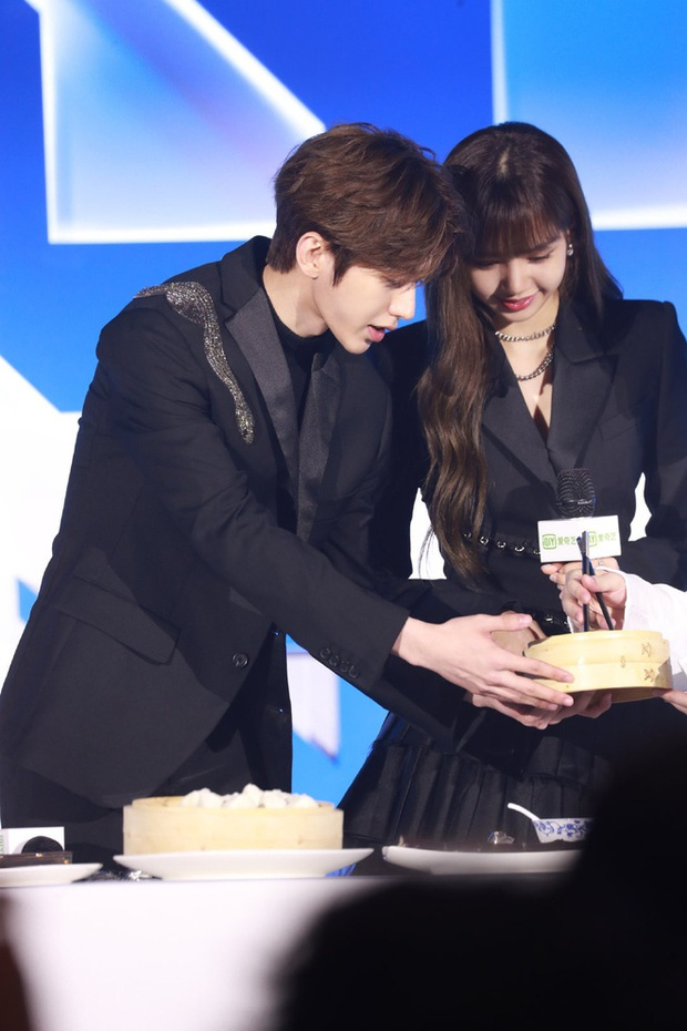 Couple được ship mạnh nhất Weibo: KunSa Thái Từ Khôn - Lisa đẹp đôi đến lạ, ánh mắt đến cử chỉ đều ngọt muốn xỉu - Ảnh 7.