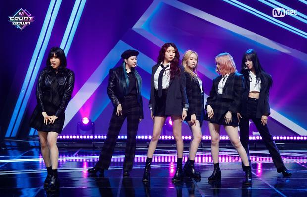 20 MV Kpop ra mắt năm 2020 nhiều like nhất: Tân binh YG hăm he nhóm SM lâu năm, 4 nghệ sĩ nữ lọt top 10 cũng không bằng idol ẵm trọn 4 hạng đầu - Ảnh 9.