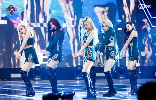 20 MV Kpop ra mắt năm 2020 nhiều like nhất: Tân binh YG hăm he nhóm SM lâu năm, 4 nghệ sĩ nữ lọt top 10 cũng không bằng idol ẵm trọn 4 hạng đầu - Ảnh 15.