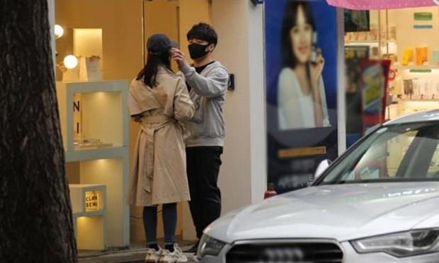Chưa kịp công bố danh tính bạn trai bí ẩn, cựu thành viên Wonder Girls đã bị tung loạt ảnh hẹn hò vô cùng tình cảm - Ảnh 5.