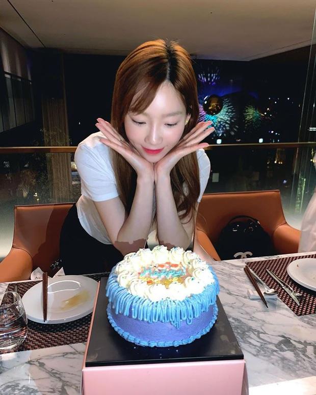 Sau bức tâm thư xúc động, Taeyeon tiếp tục trấn an người hâm mộ bằng loạt ảnh tạo dáng cực nhắng nhít bên cạnh bánh sinh nhật - Ảnh 2.