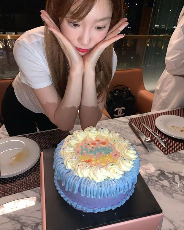 Sau bức tâm thư xúc động, Taeyeon tiếp tục trấn an người hâm mộ bằng loạt ảnh tạo dáng cực nhắng nhít bên cạnh bánh sinh nhật - Ảnh 3.