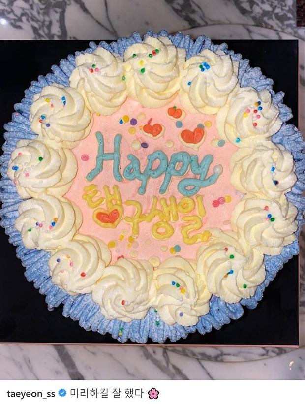 Sau bức tâm thư xúc động, Taeyeon tiếp tục trấn an người hâm mộ bằng loạt ảnh tạo dáng cực nhắng nhít bên cạnh bánh sinh nhật - Ảnh 6.