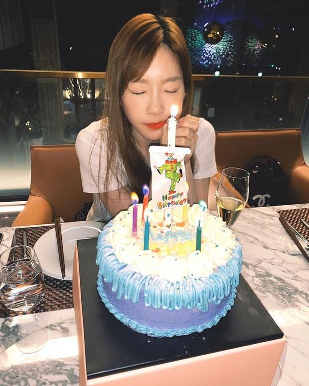 Sau bức tâm thư xúc động, Taeyeon tiếp tục trấn an người hâm mộ bằng loạt ảnh tạo dáng cực nhắng nhít bên cạnh bánh sinh nhật - Ảnh 5.
