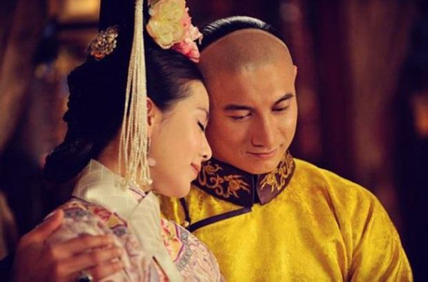 Sủng bà xã như Ngô Kỳ Long: Tặng Lưu Thi Thi sính lễ 3800 tỷ, sau khi cưới vẫn ghen lồng lộn khi vợ có cảnh hôn - Ảnh 2.