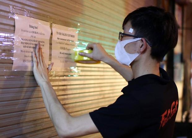 Hà Nội: Sau quán bar, karaoke, đến cơ sở game online, rạp chiếu phim, massage tạm dừng hoạt động để phòng Covid-19 - Ảnh 1.