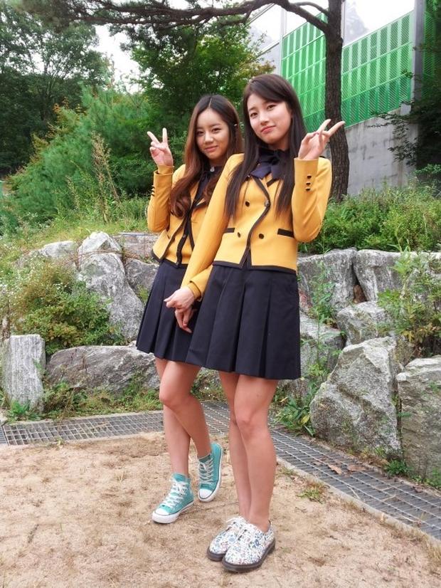 Ai ngờ các idol này lại là bạn học cùng lớp: Suzy - Hyeri, Jaehyun - Chaeyeon chưa đỉnh bằng lớp toàn mỹ nam Kpop - Ảnh 5.