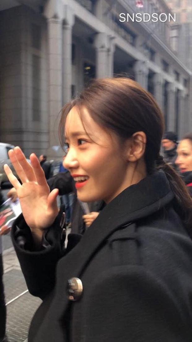 Choáng vì bộ ảnh team qua đường chụp vội Yoona: Thần thánh đến độ nào mà cam thường cũng phải chịu thua? - Ảnh 3.