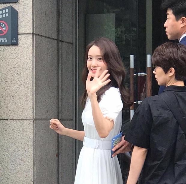 Choáng vì bộ ảnh team qua đường chụp vội Yoona: Thần thánh đến độ nào mà cam thường cũng phải chịu thua? - Ảnh 15.