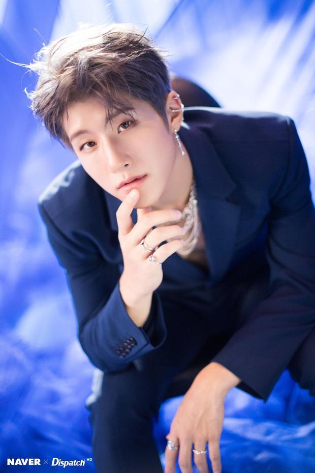"""Hội nam idol 96-line tài sắc vẹn toàn: Hết """"center quốc dân"""", cây hút fan của SEVENTEEN, NCT rồi idol LGBT công khai đầu tiên của Kpop đều đủ cả! - Ảnh 20."""