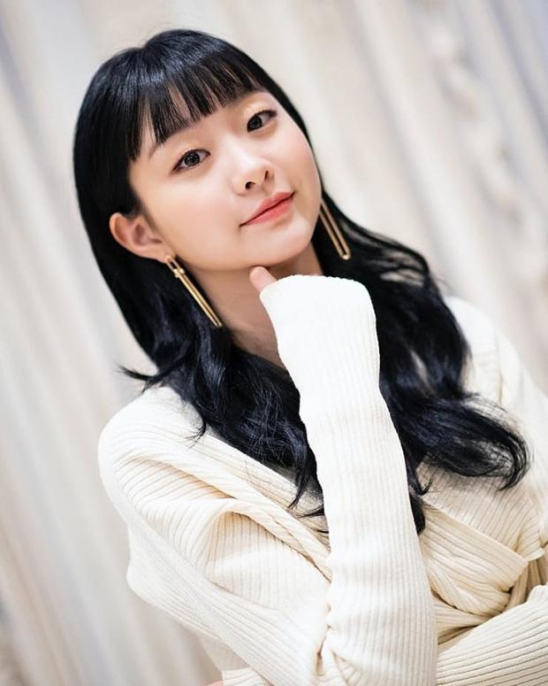 """Chơi khuyên tai dài thòng kén mặt, Kim Da Mi vẫn """"cân"""" được hết nhưng có một lần bị cộng tuổi thấy thương - Ảnh 5."""