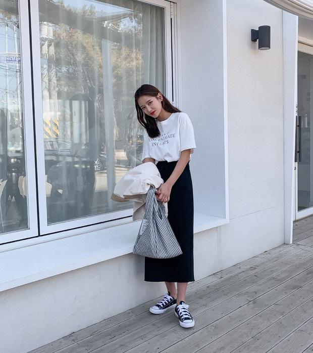 Diện chân váy đã xinh nhưng nếu mix với 4 kiểu giày sau, vẻ ngoài của bạn sẽ sành điệu và cuốn hút hơn cả mong đợi - Ảnh 1.