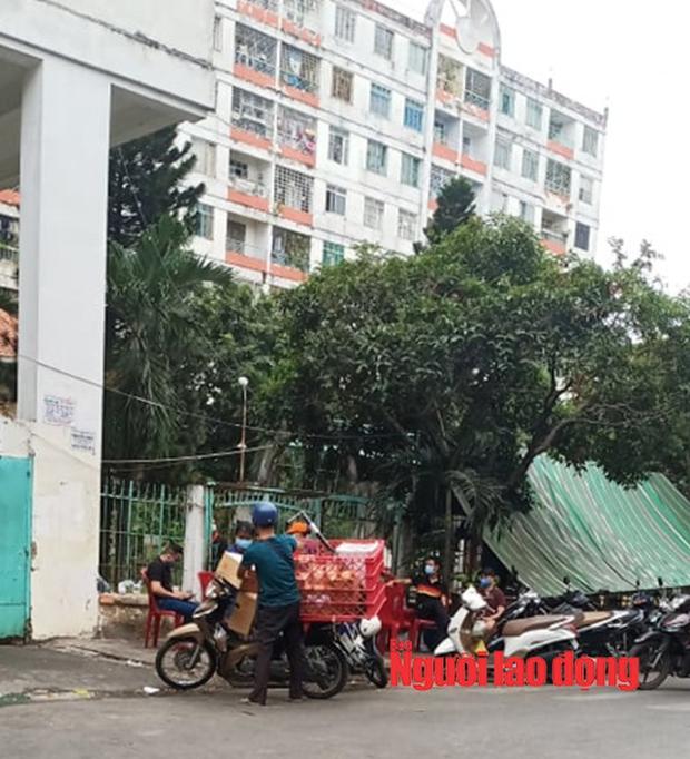 Một người khai báo có liên quan ca bệnh 34: Phong tỏa chung cư Hòa Bình ở TP HCM - Ảnh 5.