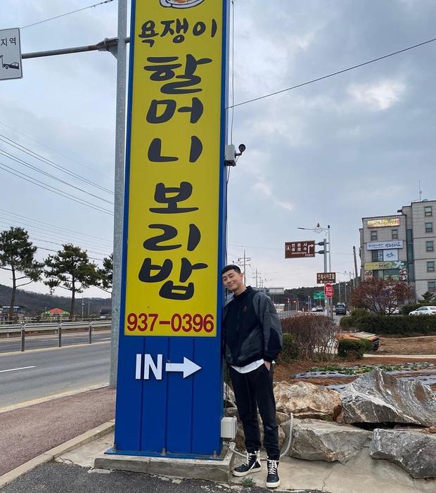 """Có tâm như """"ông chủ"""" Park Seo Joon: Sẵn lòng quảng cáo miễn phí cho nhà hàng của mẹ quản lý, gây chú ý với dòng caption cực """"thảo mai"""" - Ảnh 2."""