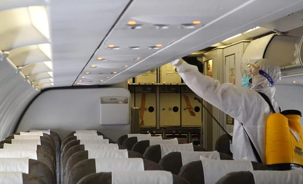 TP.HCM khẩn trương tìm 1 hành khách có nguy cơ cao nhiễm Covid-19 đi trên chuyến bay QR970 - Ảnh 2.