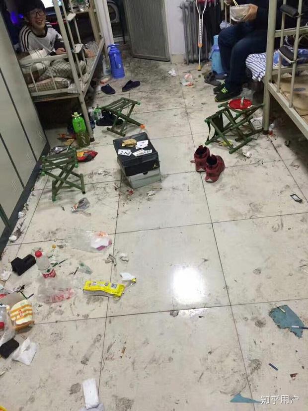 Thảm cảnh bạn cùng phòng ở bẩn đã lên một level mới, dân tình khuyên nên ra bãi rác luôn cho đỡ tốn tiền thuê phòng - Ảnh 5.