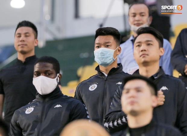 Đình Trọng vừa ăn kẹo mút, vừa đăm chiêu trong ngày Hà Nội FC thất bại - Ảnh 6.